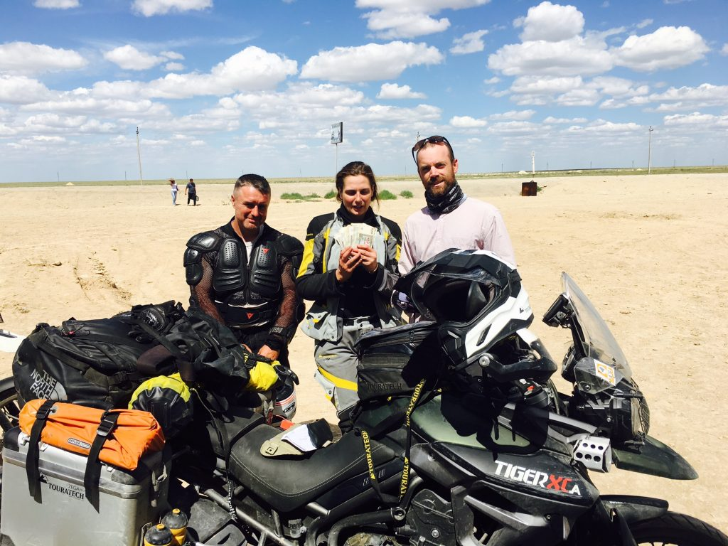 Guess who was really happy when a few Dollars exchanged at the Uzbek border turned out to be a big bunch of notes. On the left a Russian motorcyclist I traveled with for three days and on the right a brave french pushbike rider.