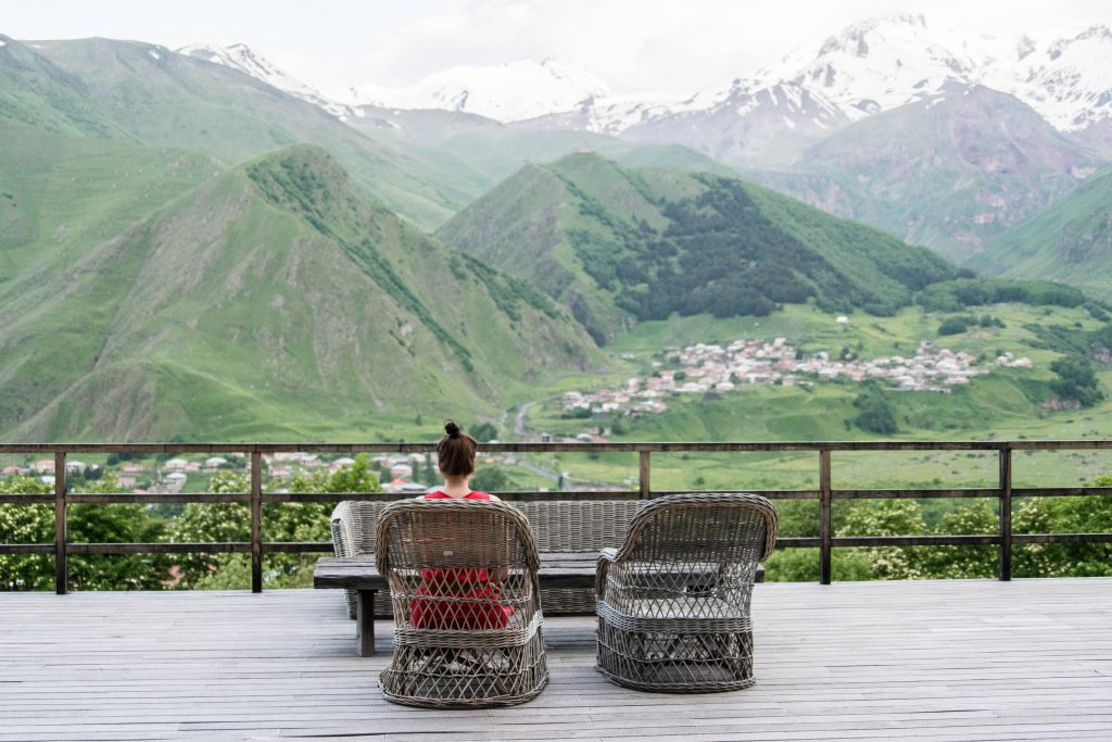 Terrace with a View: Rooms Hotel Kazbegi.